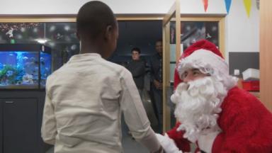 Laeken : le Père Noël rend visite aux enfants malades de l'Hôpital Reine Fabiola