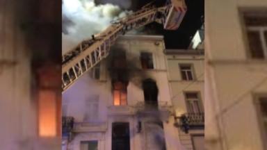 Un squat prend feu à Anderlecht : l'immeuble est complètement détruit