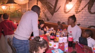 Restos du rire : des personnalités belges prêtent main forte aux personnes défavorisées