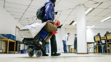 Réquisitionner les hôtels, la solution urgente pour les sans-abri, selon DoucheFLUX