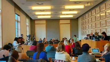 La commission Egalité des chances et Droits des femmes est une assemblée de femmes