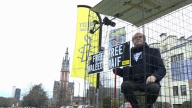 Action d'Amnesty International : des personnalités belges mises en cage devant l'ambassade saoudienne