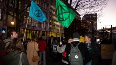 Le mouvement Extinction Rebellion a chanté devant l'Ambassade d'Australie à Bruxelles