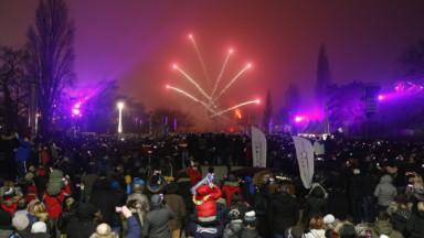 Jusqu'à 60.000 personnes ont assisté au feu d'artifice tiré depuis l'Atomium
