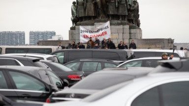 Des dizaines de chauffeurs LVC ont manifesté devant le Palais de Justice en soutien à des collègues attaqués en justice