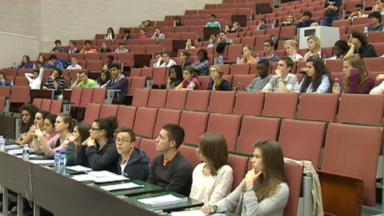 Le recouvrement des allocations d'études indûment perçues est abandonné