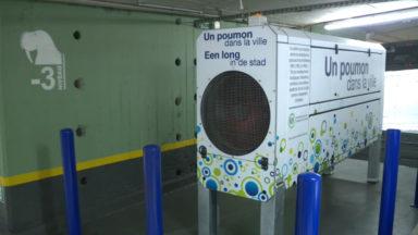 """Un parking souterrain qui """"purifie l'air"""" : une première à Bruxelles"""