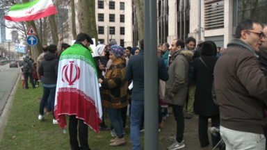 Une centaine de manifestants devant l'ambassade américaine pour protester contre la mort de Qassem Soleimani
