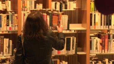 Les livres papier séduisent toujours autant les lecteurs
