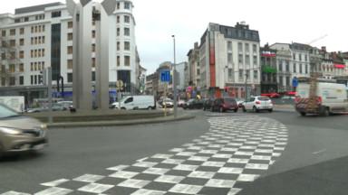 Porte de Namur : le nouvel aménagement pour les bus 71 serait dangereux et illégal