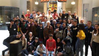 La reine Paola sur les traces de Tintin avec des jeunes issus de pays en conflit