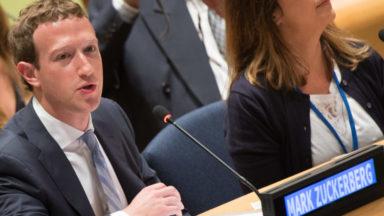 Le patron de Facebook, Mark Zuckerberg, photographié dans un bar bruxellois