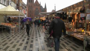 Clients en vendeurs désertent les marchés dominicaux à cause de la météo