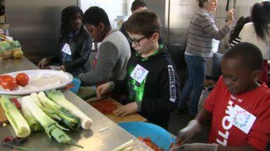 Un repas solidaire préparé par les élèves de l'école Sainte-Thérèse à Watermael-Boitsfort