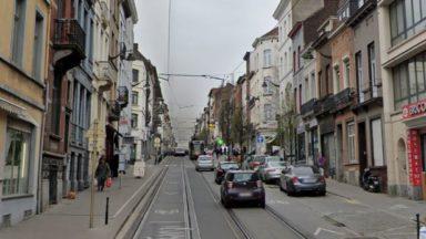 Saint-Gilles : collision entre un tram et une voiture