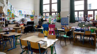 """Classes fermées : """"le désarroi des parents pas du tout pris au sérieux par la ministre Muylle"""", dénonce la Ligue des familles"""