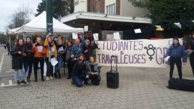Journée des droits des femmes : une centaine d'étudiantes et de travailleuses de l'ULB en grève
