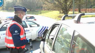 Confinement : les policiers contrôlent les automobilistes qui veulent entrer dans Bruxelles