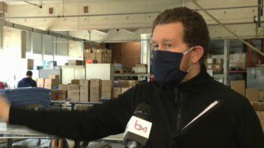 Coronavirus : Travie et des bénévoles au travail pour produire jusqu'à 100 000 masques