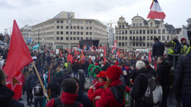 Des milliers de personnes soutenues par le PTB ont manifesté leur colère contre l'élite politique