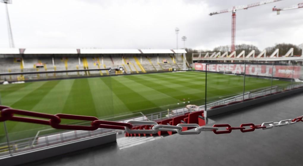 Stade football fermé - Anvers - Belga Dirk Waem