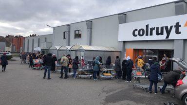 """""""Il n'y a pas de pénurie d'aliments!"""" : les supermarchés appellent à ne pas céder à la panique"""