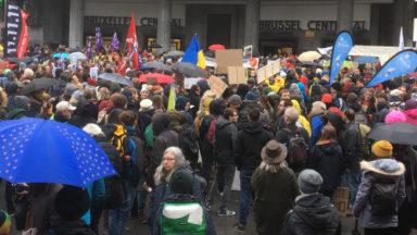 Climat : plusieurs milliers de personnes marchent à Bruxelles avec Greta Thunberg