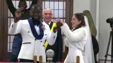Danser à un mariage est autorisé, dans la bulle