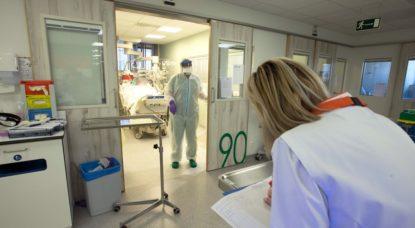 Infirmière Médecin Patient Coronavirus Zottegem - Belga Nicolas Maeterlinck