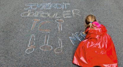 Interdit de rouler là - Enfant Rue piétonne cycliste - Belga Bas Bogaerts