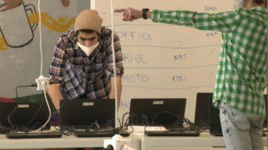 Molengeek distribue des ordinateurs reconditionnés pour les élèves dans le besoin