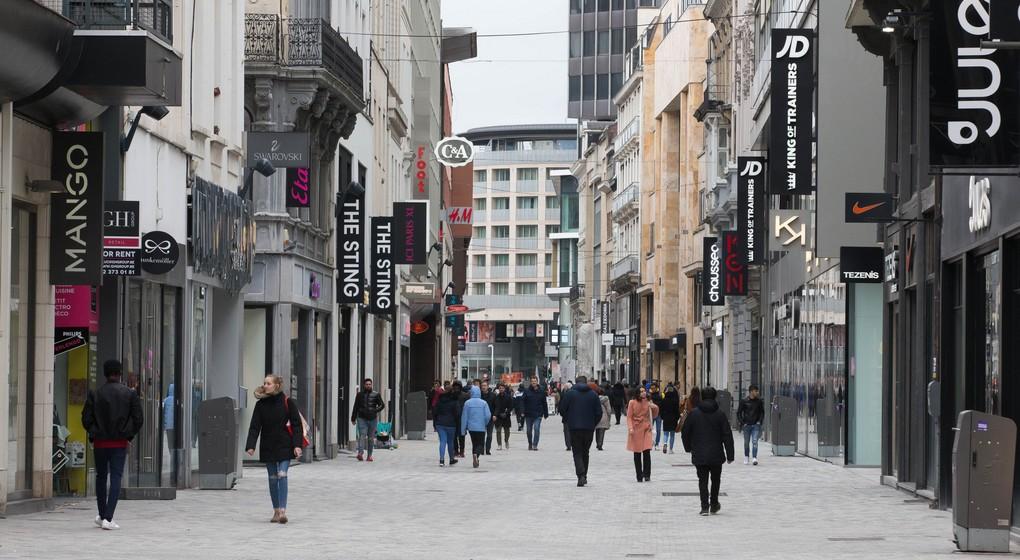 Rue Neuve vide - Magasins fermés Coronavirus - Belga Nicolas Maeterlinck