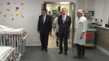 Le roi Philippe a rendu visite au personnel soignant de l'UZ Brussel