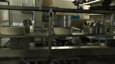 """Une page Facebook pour aider les restaurants jettois à promouvoir leur service """"plats à emporter"""""""