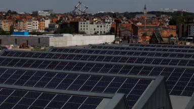 La gare maritime de Tour & Taxis dévoile son nouveau toit couvert de panneaux solaires