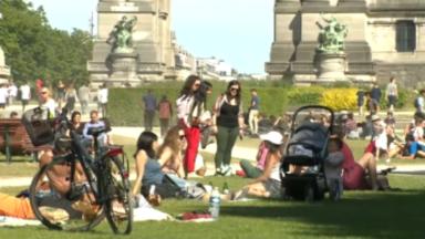 Les parcs pris d'assaut par les Bruxellois en quête de soleil et d'air frais