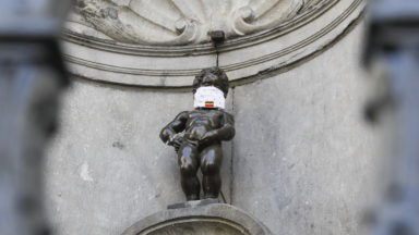 Manneken-Pis porte lui aussi son masque