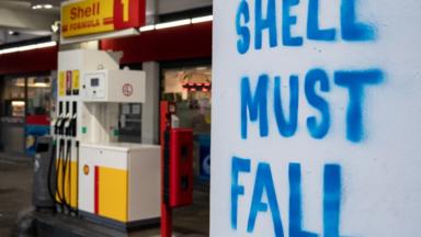Des activistes climatiques réclament le démantèlement de Shell