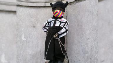 Un Manneken Pis au masque arc-en-ciel pour une Pride annulée