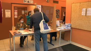 Ville de Bruxelles : la distribution des masques passe aussi par les maisons de quartier