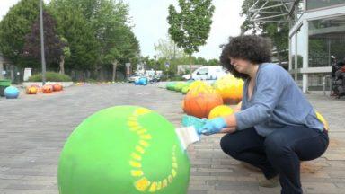Osseghem : des boules de ciment repeintes par des écoliers