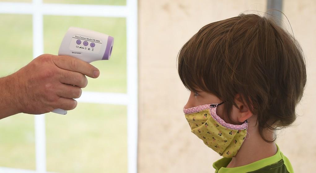 Contrôle température Enfant école Covid-19 - Belga David Stockman