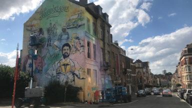 Une immense fresque murale rend hommage au corps médical à Ixelles