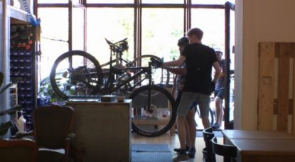 Marcel Bike Café Atelier En Selle Simone Forest - Capture BX1