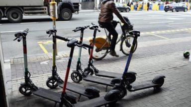 Mobilité : en un an, le nombre de trottinettes et de vélos partagés à Bruxelles a fortement diminué
