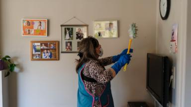 Trois aides-ménagères sur quatre ont des difficultés financières, selon une étude de la CSC