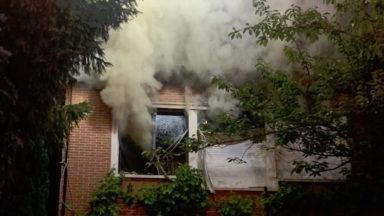 Deux personnes et un pompier blessés après un incendie à Berchem-Sainte-Agathe