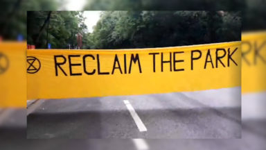 """Reclaim the Park"" : Extinction Rebellion occupe un carrefour du Bois de la Cambre"