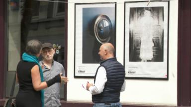 EXI(S)T : un parcours photographique remplace des affiches publicitaires