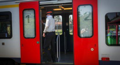 Accompagnateur de train SNCB avec masque - Belga Virginie Lefour